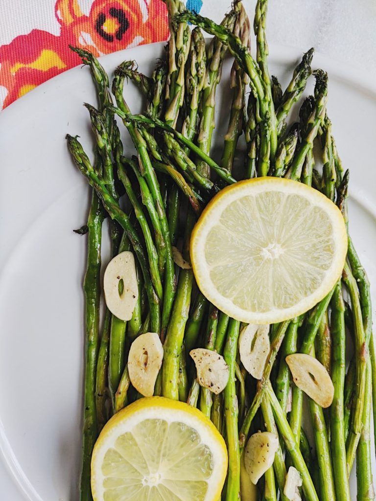 Easy Garlic Lemon Asparagus close up on lemon slice